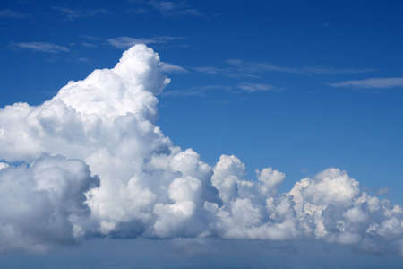 cloude: The White greater clouds close the sky. They look like fantastic castleses in the air.