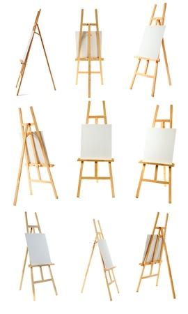 Schone doek op een houten ezel geïsoleerd op een witte achtergrond. Stockfoto