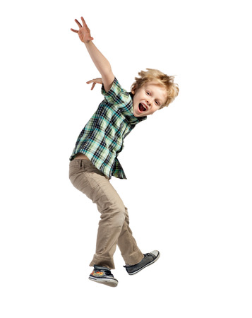 niños bailando: Saltando feliz niño pequeño aislado en el fondo blanco Foto de archivo