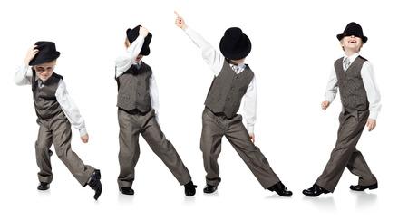 tanzen: Kleiner Junge, der als Gesch�ftsmann sah, wird auf wei�em Hintergrund tanzen Lizenzfreie Bilder