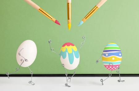 defile: Easter eggs receive a festive coloring Stock Photo