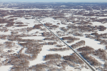 Highway in the Novosibirsk region in winter, top view Banque d'images