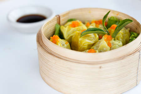 shumai Chinese dumpling dim sum yumcha made from shrimp, fish and chicken with salmon egg Banco de Imagens