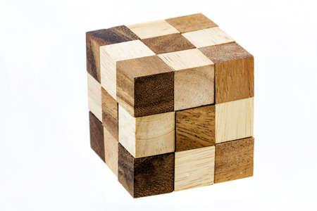 Puzzle in forma di blocchi di legno su uno sfondo bianco Archivio Fotografico