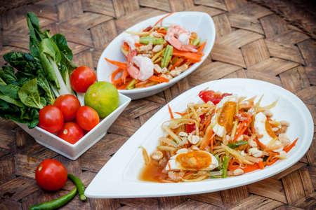 insalata di papaya verde con salati uovo cibo tailandese, cucina tailandese