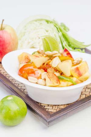 Insalata di mela rossa cibo tailandese cucina tailandese cibo tailandese tradizionale e moderna