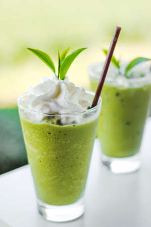 Green tea smoothies with fresh green tea
