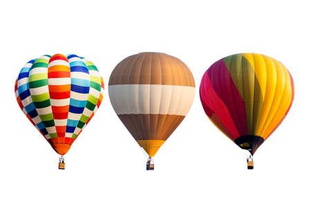 Conjunto de coloridos globos de aire caliente aislado sobre fondo blanco.