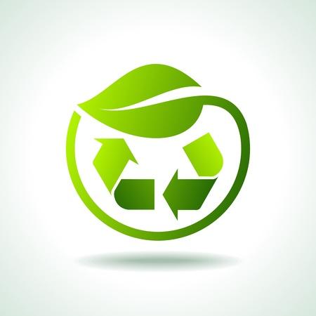 conciencia ambiental: ilustraci�n de s�mbolo de reciclaje con hoja icono Vectores