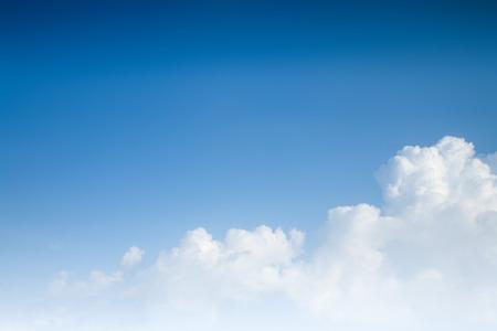 himmel wolken: Hintergrund des blauen Himmels mit Wolken