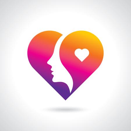 Frauengesichtsschattenbild innerhalb einer Herzform lokalisiert auf weißem Hintergrund