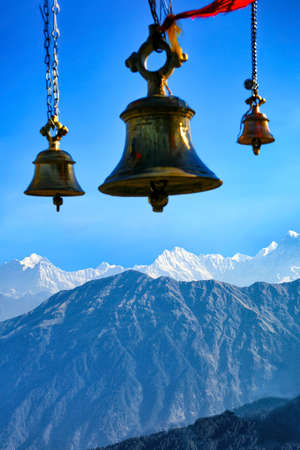 Beautiful scenic landscape of chopta with Tungnath temple's bells, uttarakhand, india. Banque d'images