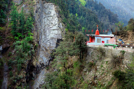Beautiful scenic landscape of the Himalaya at way to yamunotri, uttarakhand, India. 免版税图像