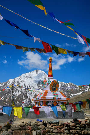 Beautiful scenic view of Kunzum Pass, Himalayan range at spiti, Himachal Pradesh, India. 版權商用圖片