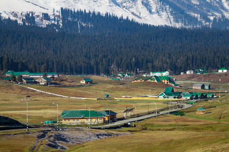 Hotels and resorts at foothills of Snow Covered Himalayan Mountains and pine tree lands in Gulmarg, Jammu and Kashmir, India Stok Fotoğraf - 152146826