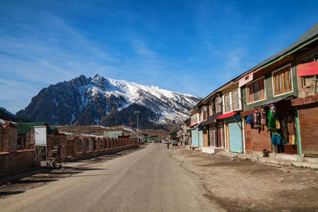A road passing through Sonmarg and leads to Himalayan Mountains - Sonmarg, Jammu and Kashmir, India Stok Fotoğraf - 152147330