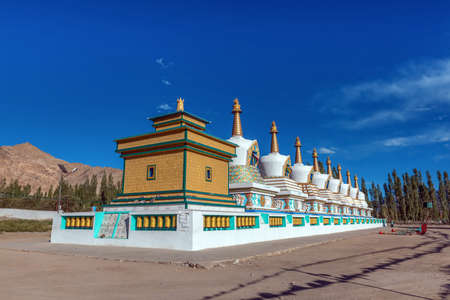 Stupas of Ladakh Dharma Centre, Leh, Ladakh, india 免版税图像