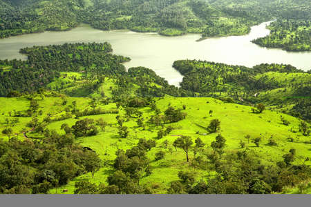 A scenic view of Mountains and river at Mahabaleshwar, maharashtra, india. Imagens