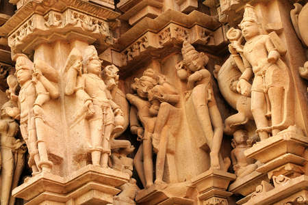 Close up of artful carved walls, Ancient reliefs at famous erotic temple in Khajuraho, Madhya Pradesh, India. Archivio Fotografico