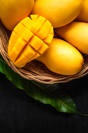 Yellow Mango Beautiful skin In the basket Blackboard background 版權商用圖片 - 102912510
