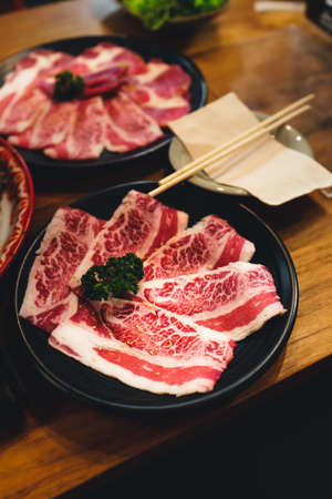 japanese grilled beef Grilled Sliced Beef In the brazier At the restaurant 版權商用圖片