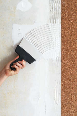 corkwood: make a smear for stick cork the wallpaper