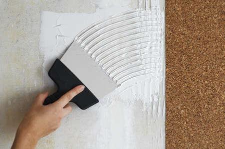 daub: make a smear for stick cork the wallpaper