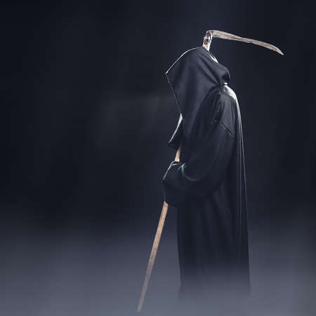 death with scythe standing in the fog at night Banco de Imagens