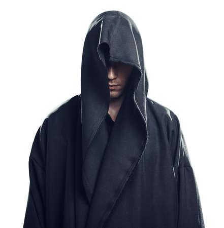 diavoli: Ritratto di un uomo in un abito nero su sfondo bianco Archivio Fotografico