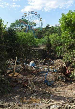 convulsión: un parque de atracciones abandonado después de la inundación