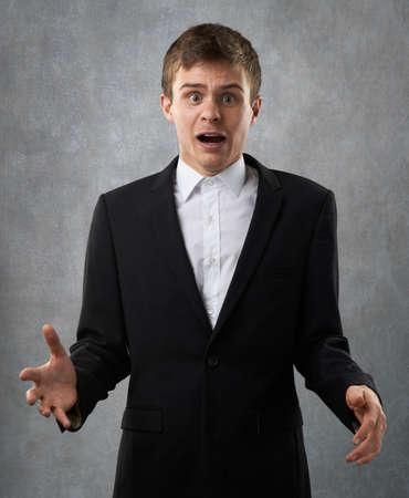 decepci�n: hombre decepci�n es molesto, surptise y triste Foto de archivo