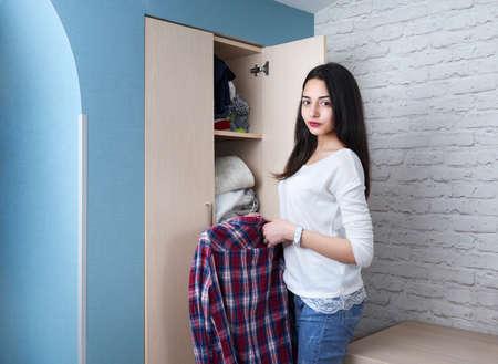 unbar: Teen girl gets clothes shirt from wardrobe