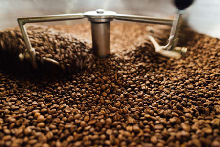 beans in a moving coffee cooling mixer of roasting machine Banque d'images