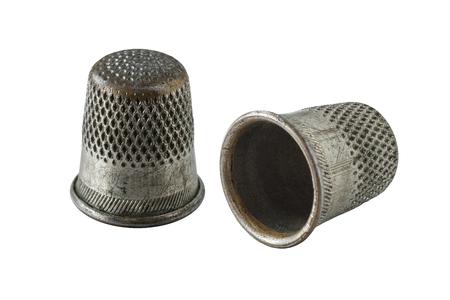 Vintage Fingerhüte und Nähideen. isoliert, Objekt Standard-Bild