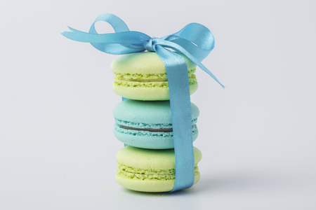 Delicious sweet colorful cookies macaron, macaroon with blue bow on a light background Standard-Bild - 123521188