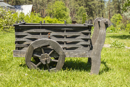 Old wooden cart on a green meadow Reklamní fotografie