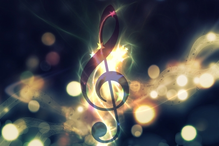 key to freedom: Clave de viol�n, s�mbolo de nota musical. M�sica de fondo surrealista Foto de archivo