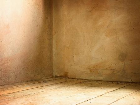 habitacion desordenada: Rinc�n de la vieja interior sucia grunge hormig�n Foto de archivo