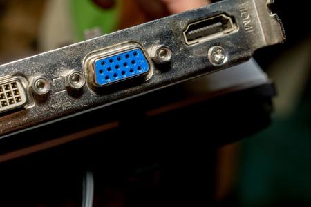 vga: Tarjeta de vídeo con conectores VGA y DVI cerca de fondo. Editorial