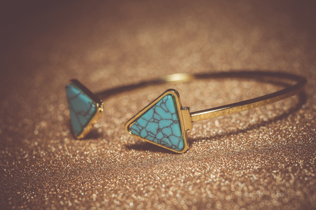 Vintage gold bracelet with blue turquoise, modern geometric shapes. Stockfoto