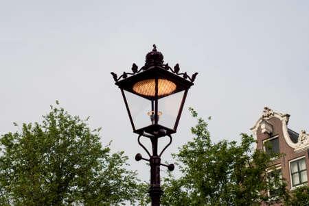 nederland: Old fashioned street lamp in Amsterdam Nederland