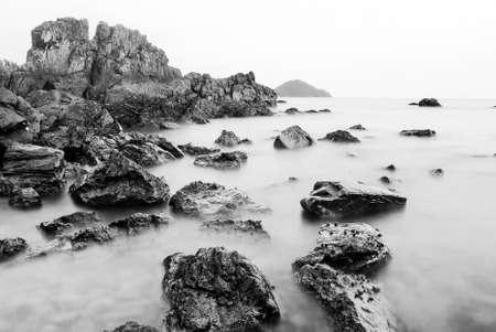 Black and White seascape with rocks Reklamní fotografie