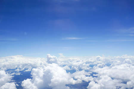 the sky with clouds: Cielo y Cloud vista en el plano
