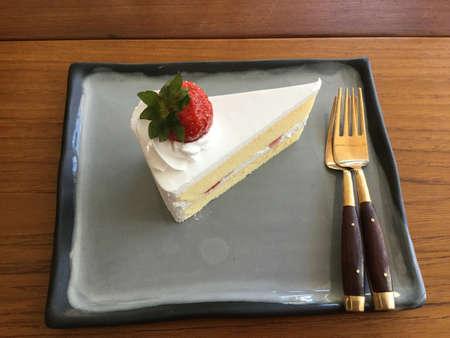 Strawberry shortcake on the wooden table 版權商用圖片