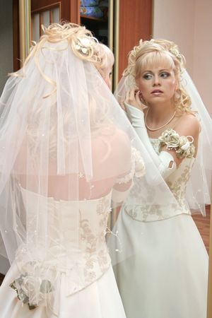 primp: Bride stand before mirror
