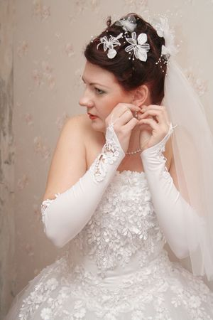 primp: Bride dresses ear-ring