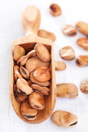 白い木製のテーブルに豆豆類 写真素材