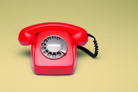 レトロなスタイルの電話。