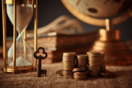 Old globe, coins, magnifying glass, keys to chests, rope, pirate map and marine logbook. Travel and marine prints background. The concept of a treasure hunter. Standard-Bild