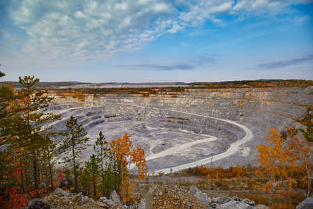 Top view of a huge crater of a stone crushed stone quarry in Russia, Chelyabinsk region, Miass city 免版税图像
